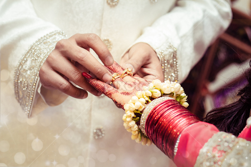 Mannerisms win hearts in Marriage